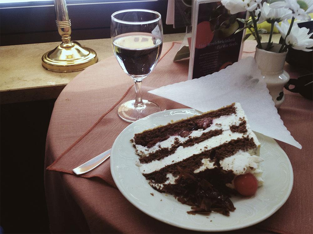 Pequenos_Monstros_Viagem_Sul_Alemanha_Bolo_Floresta_Negra_Triberg_Cake_Black_Forest