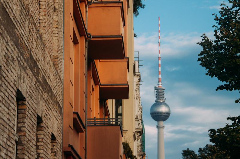 pequenos_monstros_berliner_fernsehturm_tv_tower-1
