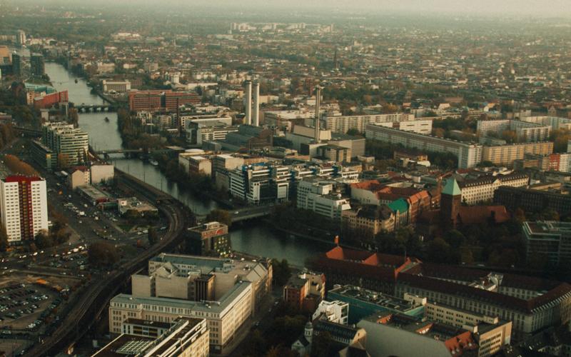pequenos_monstros_berliner_fernsehturm_tv_tower-11