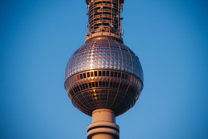 pequenos_monstros_berliner_fernsehturm_tv_tower-6