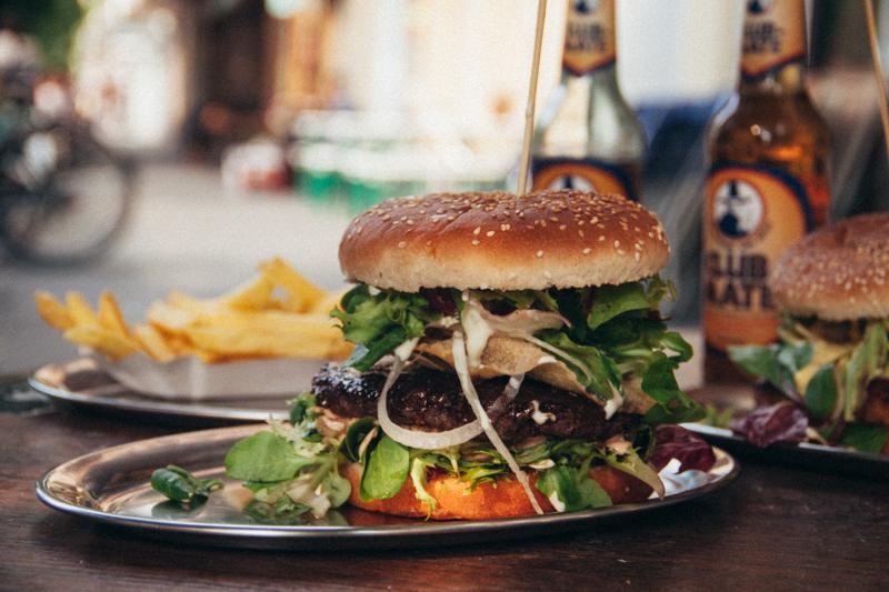 pequenos_monstros_comer_em_berlim_hamburguer
