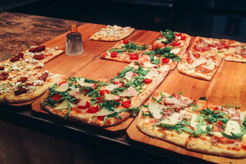 pequenos_monstros_comer_em_berlim_pizza