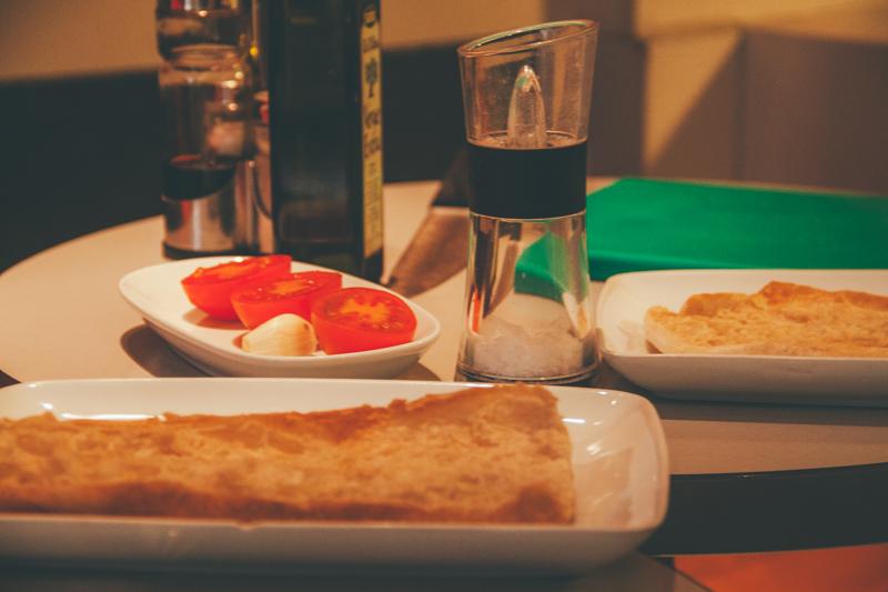 pequenos-monstros-tour-barcelona-comida-catala-devour-44