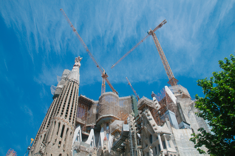 pequenos-monstros-barcelona-sagrada-familia-perfeccionismo-1