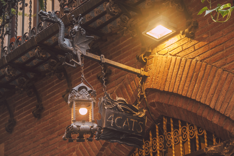 pequenos-monstros-bares-tipicos-barcelona-18-4-gats