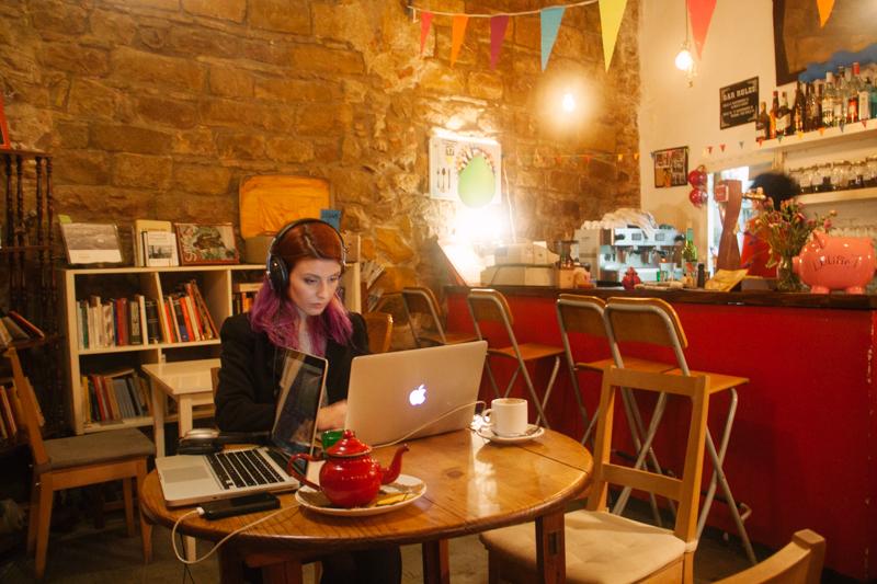 pequenos-monstros-nomade-digital-trabalhar-cafe-barcelona-5